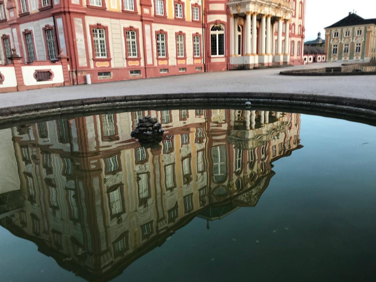 Schloss Bruchsal im Spiegel